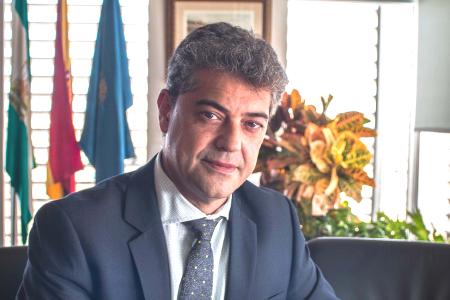Foto del Rector Carmelo Rodríguez